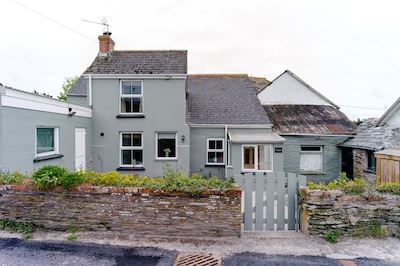 1.5 miles from Porthcothan Bay in sleepy hamlet. Large rear enclosed garden.