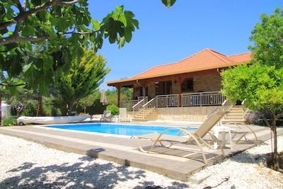 Anogyra, Chypre