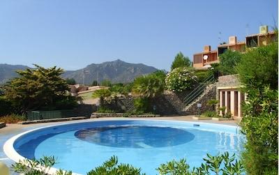Villasimius Villetta con giardino e piscina  a 150 metri dalla spiaggia.