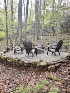 Outdoor fire pit, great for s'mores!