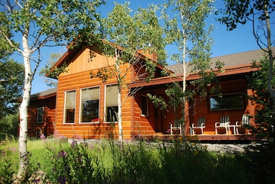 Snow Creek Lodge front on a sunny July afternoon