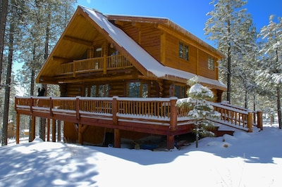 Hidden Hollow Log Cabin with Kid's Treehouse does require 4WD and chains in wint