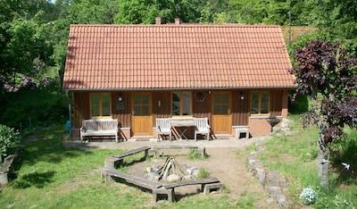 Gartenhaus mit schöner Feuer- & Grillstelle direkt gegenüber des Hauses
