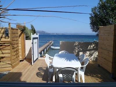 Terrasse privative avec accès direct à la mer..
