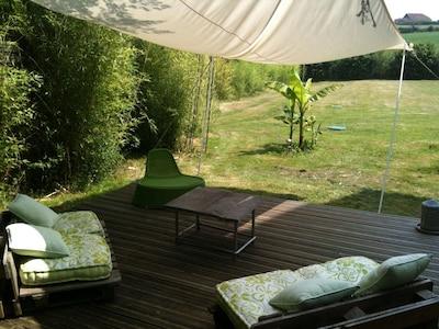 salon de jardin à l'ombre