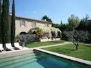 Autre vue de la piscine sur maison