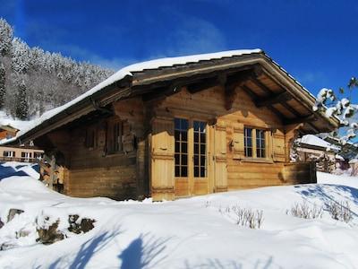 Chalet sous la neige, façade soleil levant contact : emilie1976@wanadoo.fr