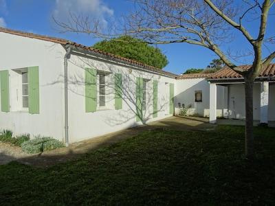 La façade sur jardin. Orientation Est
