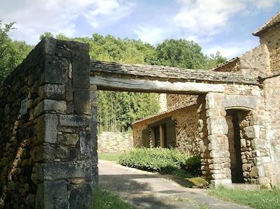 Porche d'entrée  d'accès aux trois gîtes