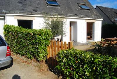 """Entrée jardin """"Les Aigrettes"""" - jardin cloturé (photos sur lesaigrettes.com)"""