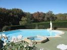 Jaccouzzy à débordement dans la piscine
