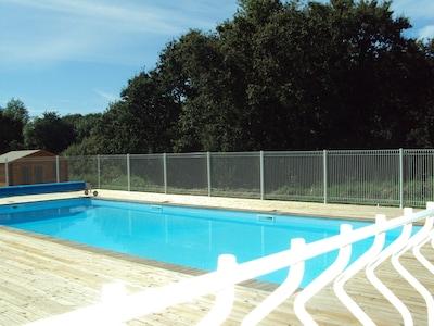 piscine au calme exposée plein sud