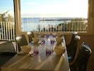 Petit déjeuner ensoleillé  avec vue sur le port de Bormes !!