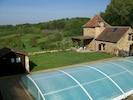 Piscine couverte pour baignade tempérée de mai à octobre.