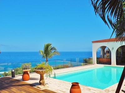 Villa avec piscine et vue panoramique sur l'océan indien