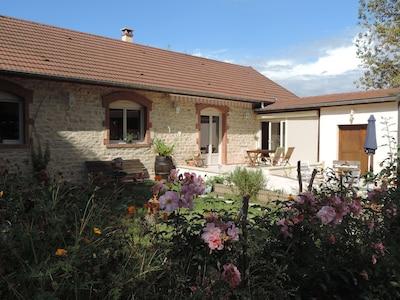 Une maison en pierre entièrement restaurée et indépendante