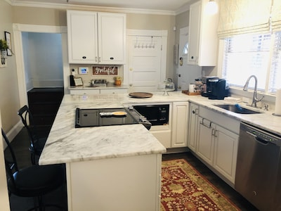 Beautiful kitchen to enjoy cooking family meals!