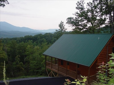LeConte Lookout Luxury Log Home