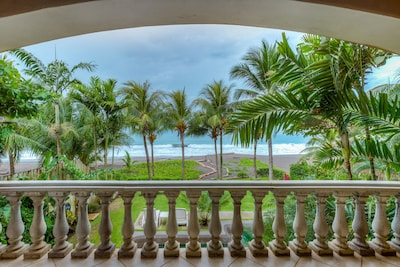 Large living room terrace, right on the Pacific Ocean and overlooking the pool