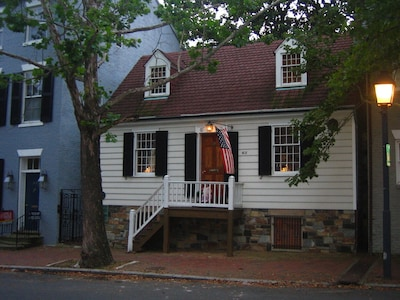 Front of George Washington Town House