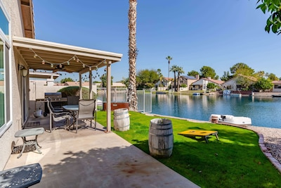 Rare Lakefront View in AZ! Paddle Boat, Tangerine & Lime Trees, Grill & Garden