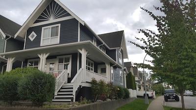 Beautiful Whole 1,800 sf Modern House