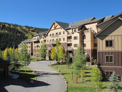 Red Hawk Lodge-close to the new gondola and all the River Run Village activities