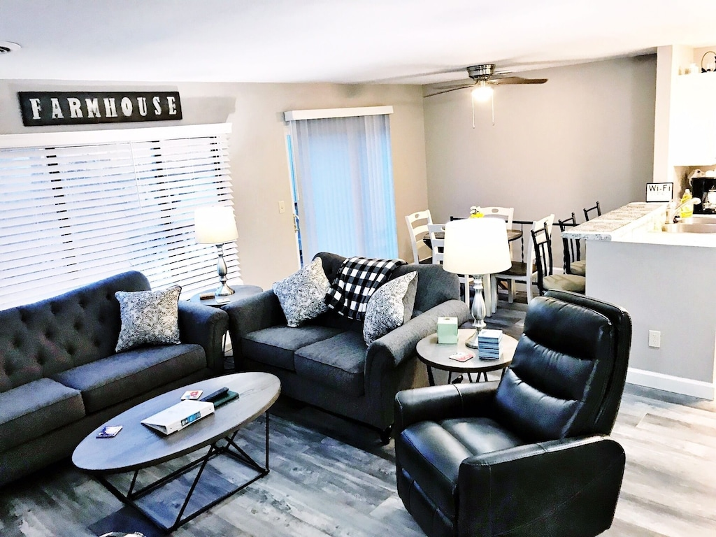 Lake Front Unit Ready 4 You Sleeps 12 In Beds W King Bed Wifi Pets Fairfield Glade