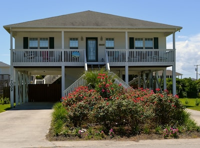 """Mayberry by the Sea"" Beach Home in Surf City"