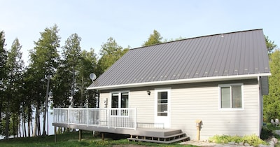 4 Bed/2 Bath Private Lakeside Solitude With The Comforts Of Home, 300' Of Shore