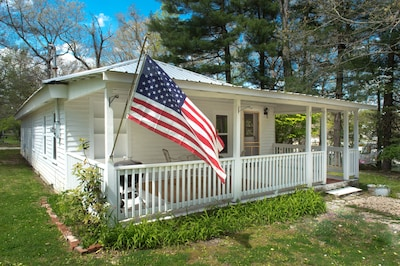 Welcome to Sideways! 1-level old cottage within reach of all that makes Sewanee.