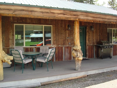 The quaint & charming Creekside Cabin welcomes you to a well-deserved vacation!