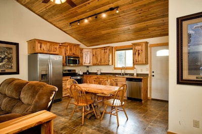Share great meals & the day's events in the fully equipped, eat-in kitchen.