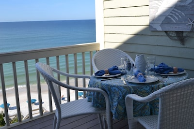 Can you see yourself enjoying a meal with this view? YES!!!!!!!!!!