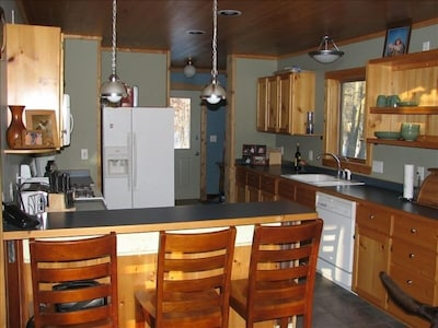 Yes, this Fully equipped kitchen is an easy match for your cooking lifestyle.