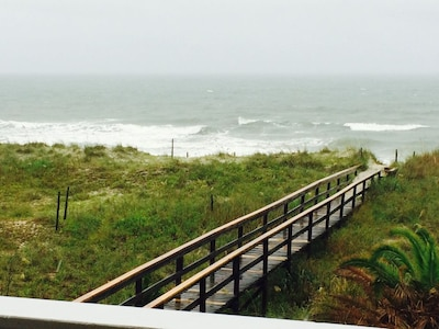 Private walkway to beach!