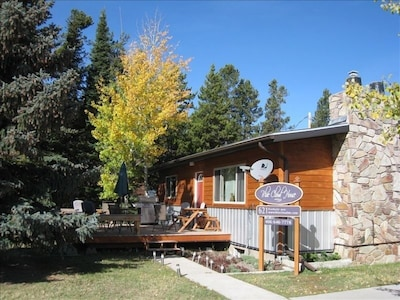 Enjoy the deck, picnic table and natural gas barbecue!!