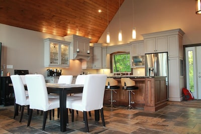 New Luxury Cottage in Muskoka that blends new finishes with a cottage feel