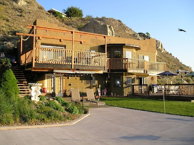 Squires House - Views from Naramata to Okanagan Beach in Penticton!