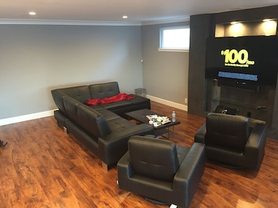 Sitting area with 70' TV