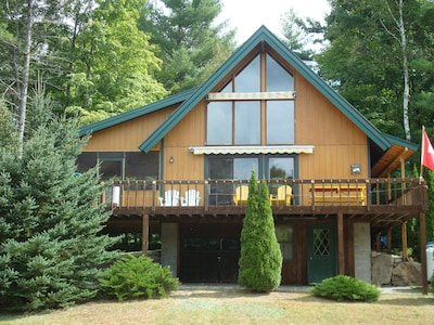 Lovely chalet nestled among evergreens, screened porch and apron deck