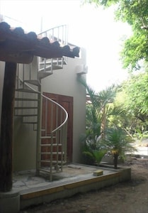 Side of house, leading to upper patio
