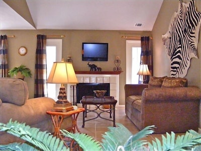 """Spacious Living Area With Vaulted Ceiling, 17"""" Tile Flooring, Drapes & LCD T"""