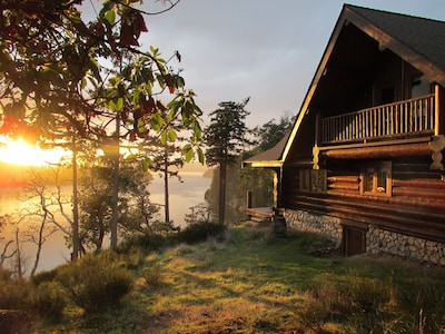 InTheBluff - Galiano's Oceanside Log House