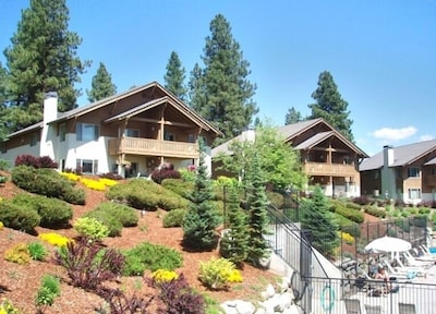 2nd floor unit with views of pool, pond, golf course and Leavenworth foothills