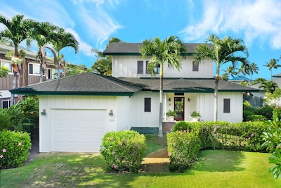 Akala Pua is a beautiful 3 bed/3bath plantation style home close to the ocean