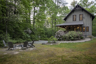 Quiet, wooded setting with firepit