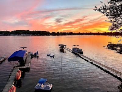 Enjoy the lake on a floating raft, paddle boat  or playing volleyball/badminton!