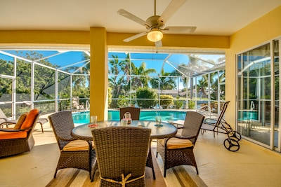 Peaceful Breeze - Beautiful open living area opens to large salt water pool.