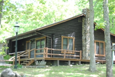 Side view of the cabin.